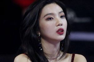Nữ ca sĩ Hàn bị tố hát nhép trên sân khấu