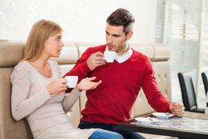 4 chủ đề tốt nhất không nên nói với người khác để khỏi gặp phiền phức: Số 2 rất phổ biến
