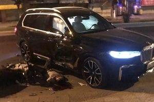 Lùi xe BMW ra khỏi nhà, va chạm khiến 1 người tử vong