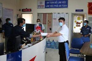 EVNHCMC hỗ trợ cho công nhân trực ca trong thời gian giãn cách