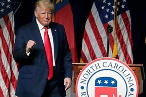 Ông Trump rời 'đại bản doanh' Florida, tuyên bố Mỹ đang tụt lùi