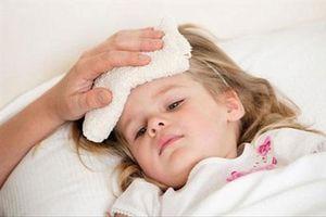 4 sai lầm khi chăm sóc trẻ ốm bạn phải dừng lại ngay