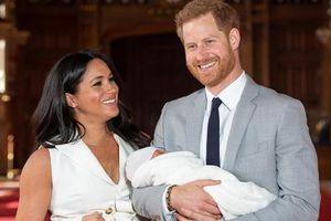 Con gái của Harry - Meghan vừa được sinh ra ở Mỹ, vậy em bé sẽ là người Anh hay người Mỹ?