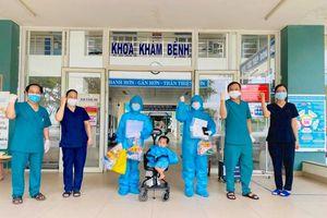 Đà Nẵng: Bệnh nhân Covid-19 nhỏ tuổi nhất xuất viện