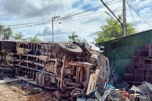 Tin giao thông đến sáng 7/6: Xe tải mất thắng gây tai nạn liên hoàn khiến 2 người tử vong; người đàn ông hoảng loạn bò ra từ gầm xe buýt
