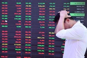Cổ phiếu ngân hàng lao dốc, VN-Index mất hơn 15 điểm trong nỗi lo về hệ thống giao dịch
