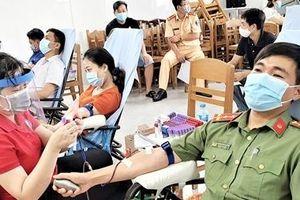 Đại úy Công an 28 lần hiến máu tình nguyện