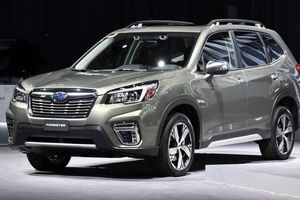 Subaru Forester giảm giá đến 159 triệu đồng, bạn có chọn?