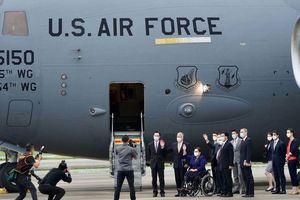 Trung Quốc tức giận vì phái đoàn Mỹ đến Đài Loan trên máy bay quân sự