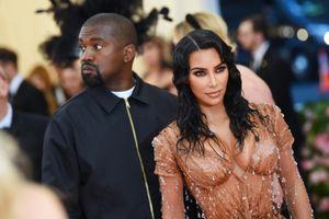 Kim Kardashian có tủ lưu trữ quần áo từ 10 năm trước