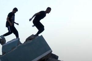 Bãi ném bom ở Gaza trở thành địa điểm chơi parkour