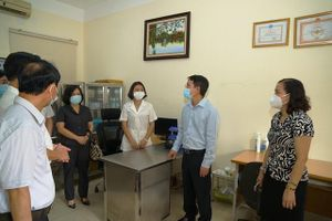 Phó Chủ tịch UBND TP Nguyễn Trọng Đông kiểm tra công tác phòng, chống dịch gắn với tổ chức kỳ thi vào lớp 10 tại quận Cầu Giấy