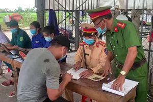 Thừa Thiên Huế: Phát hiện 8 người trong thùng xe tải trốn khai báo y tế