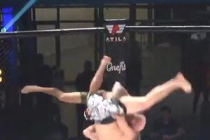 Lão tướng MMA thua ngược bởi đòn siết cổ