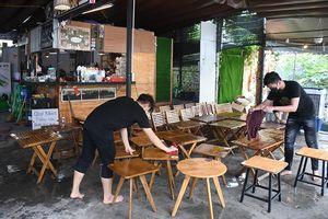 Đà Nẵng cho phép mở cửa một số dịch vụ thiết yếu, tắm biển