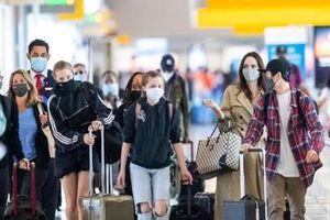 Angelina Jolie dẫn 6 con đi du lịch, Shiloh thành tâm điểm với đôi chân thon dài