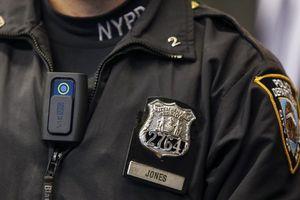Mỹ bắt buộc nhân viên thực thi pháp luật đeo camera khi làm nhiệm vụ