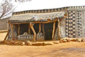 Ngôi làng kỳ quái ở châu Phi với những họa tiết bí ẩn