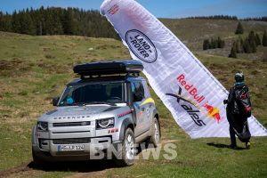 Land Rover Defender hỗ trợ cho giải đua mạo hiểm và khắc nghiệt nhất thế giới