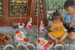Xúc động cảnh 2 con nhỏ mang bánh gato ra mộ chúc mừng sinh nhật mẹ, nhìn thôi đã chảy nước mắt