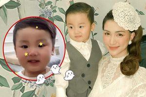 Hòa Minzy hát Đêm lao xao cùng bé Bo 'cưng muốn xỉu', thái độ 'xấu hổ' khi nhắc đến cậu Erik