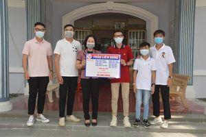 Chín anh em họ ở Sóc Trăng cùng 'mổ heo đất' ủng hộ 50 triệu đồng vào Quỹ vaccine Covid-19
