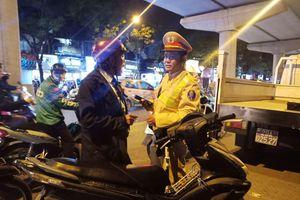 Trung tá Quân đội bị cách chức vì phạm luật còn đánh CSGT
