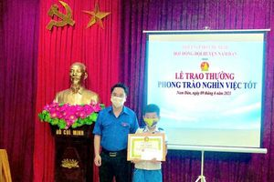 Nghệ An: Nhặt được dây chuyền vàng, cậu bé 10 tuổi tìm trả cho người đánh mất