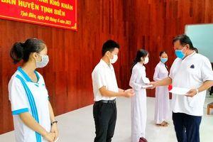 Trao 20 suất học bổng cho học sinh nghèo huyện Tịnh Biên