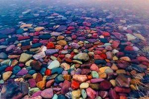 Ngắm 'bức tranh' rực rỡ của Hồ McDonald ở tiểu bang Montana