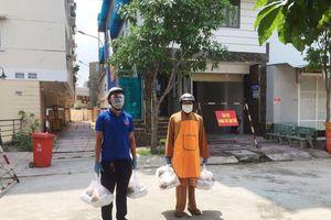 Chùa Phổ Minh tặng cơm chay cho bà con khu vực bị phong tỏa