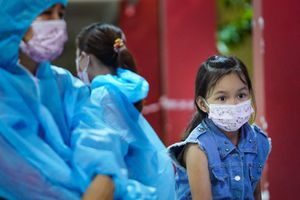 Nữ công nhân PouYuen dẫn con gái 7 tuổi đi cách ly tập trung 21 ngày