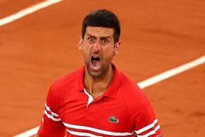 Trận đấu của Djokovic tạm dừng để khán giả về nhà