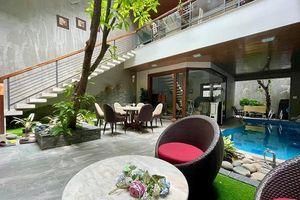 Biệt thự xây lệch tầng, phòng bếp nằm trên bể bơi ở TP.Hồ Chí Minh