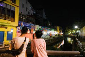Đường ven hồ Trúc Bạch ' lột xác' với con đường sắc màu và hàng trăm chiếc đèn lồng