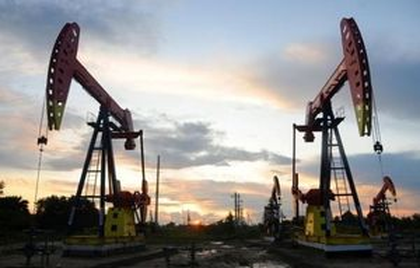Giá dầu thô quay đầu giảm sau khi nhận được thông tin tiêu cực