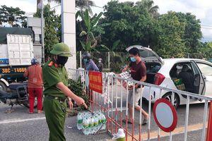 Chùm ảnh: Cung ứng hàng hóa vào vùng cách ly y tế TP Hà Tĩnh an toàn, chặt chẽ