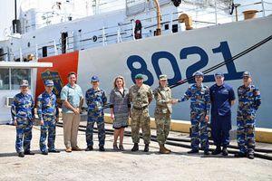 Hai tướng Mỹ thăm tàu cảnh sát biển chuyển giao cho Việt Nam