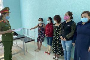 Đà Nẵng: Đột kích sòng bạc 'quý bà', tạm giữ 6 đối tượng
