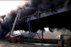 Nhà máy nhiệt điện lớn thứ tư trên thế giới tại Đài Loan bốc cháy ngùn ngụt