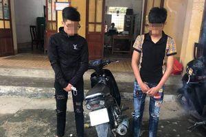 Xử lý 2 thanh niên 'nghiện' rú ga 'bốc đầu' xe máy trên Quốc lộ 7A