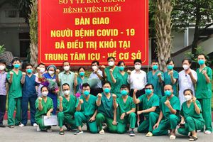 Bắc Giang đón tin vui: Hai bệnh nhân COVID-19 nặng đầu tiên khỏi bệnh