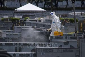 Malaysia đóng cửa hàng chục nhà máy vi phạm quy định phòng chống dịch
