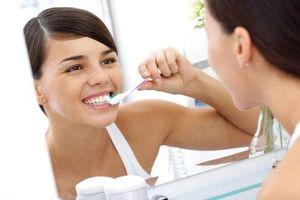 4 cách giúp bạn làm trắng răng tại nhà
