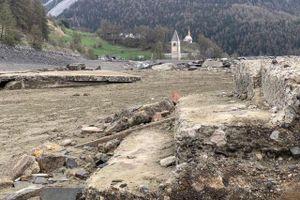 Ngôi làng nổi lên sau 70 năm biến mất