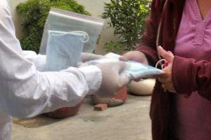 Kiên Giang: Giả nhân viên y tế phát khẩu trang tẩm thuốc mê để chiếm đoạt tài sản