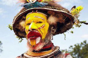 Bộ tộc nổi tiếng bởi những chiếc 'mũ' làm từ tóc của mình