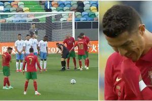 Ronaldo biến mình thành trò cười với pha sút phạt thảm họa nhất sự nghiệp