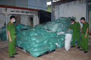 Thái Nguyên: Thu giữ khối lượng lớn găng tay y tế đã qua sử dụng