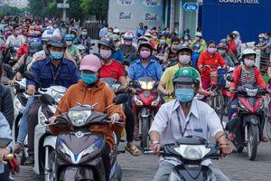 Cảnh đông đúc tại Công ty PouYuen